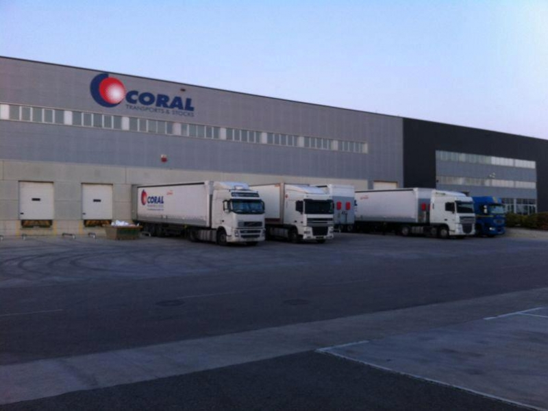 Coral Transports, doble implicació